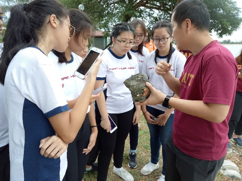 Dr Toh explaining the dead coral he picked up to students on Pulau Semakau.jpg