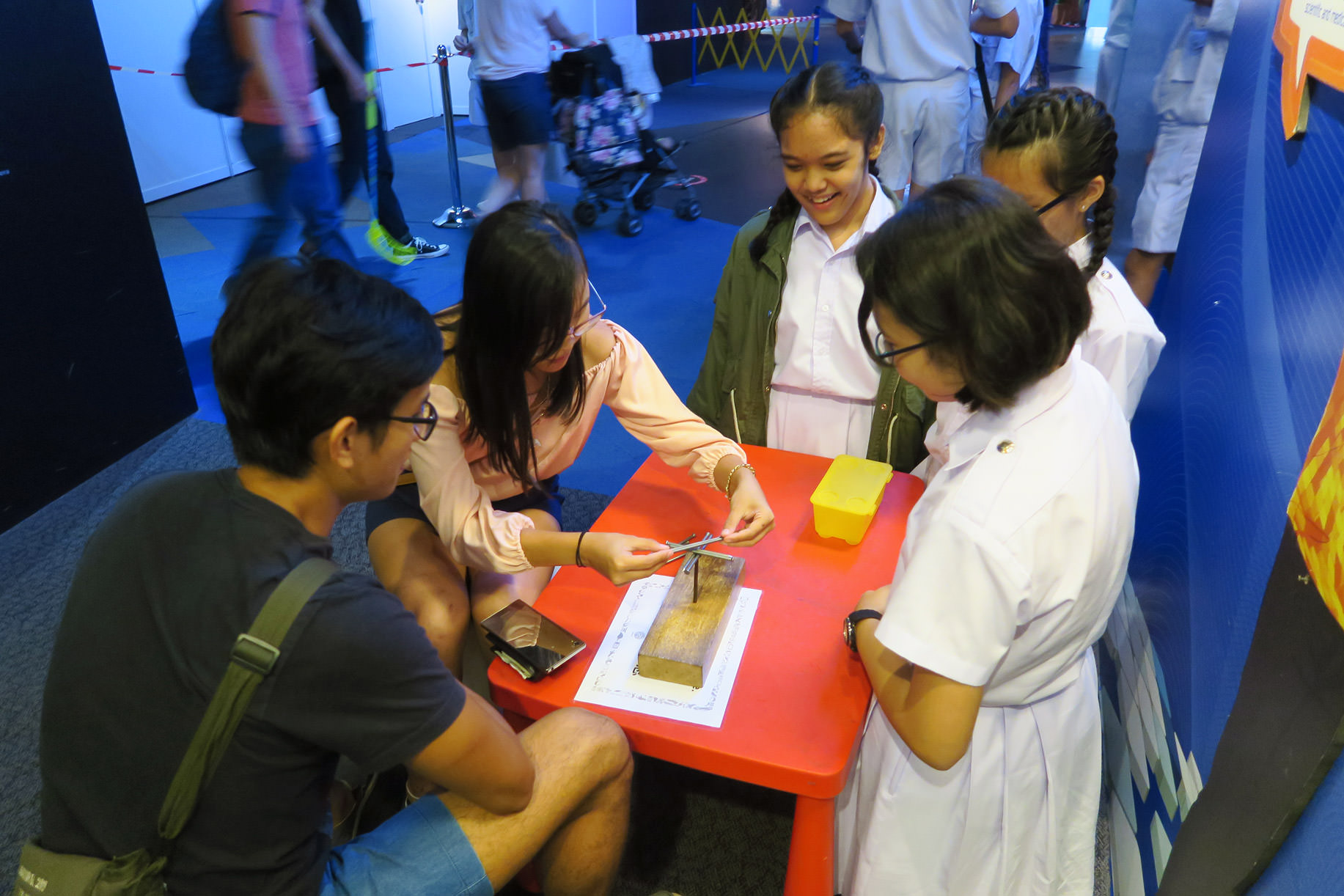 Helping-visitors-to-solve-mathematical-puzzles.jpg