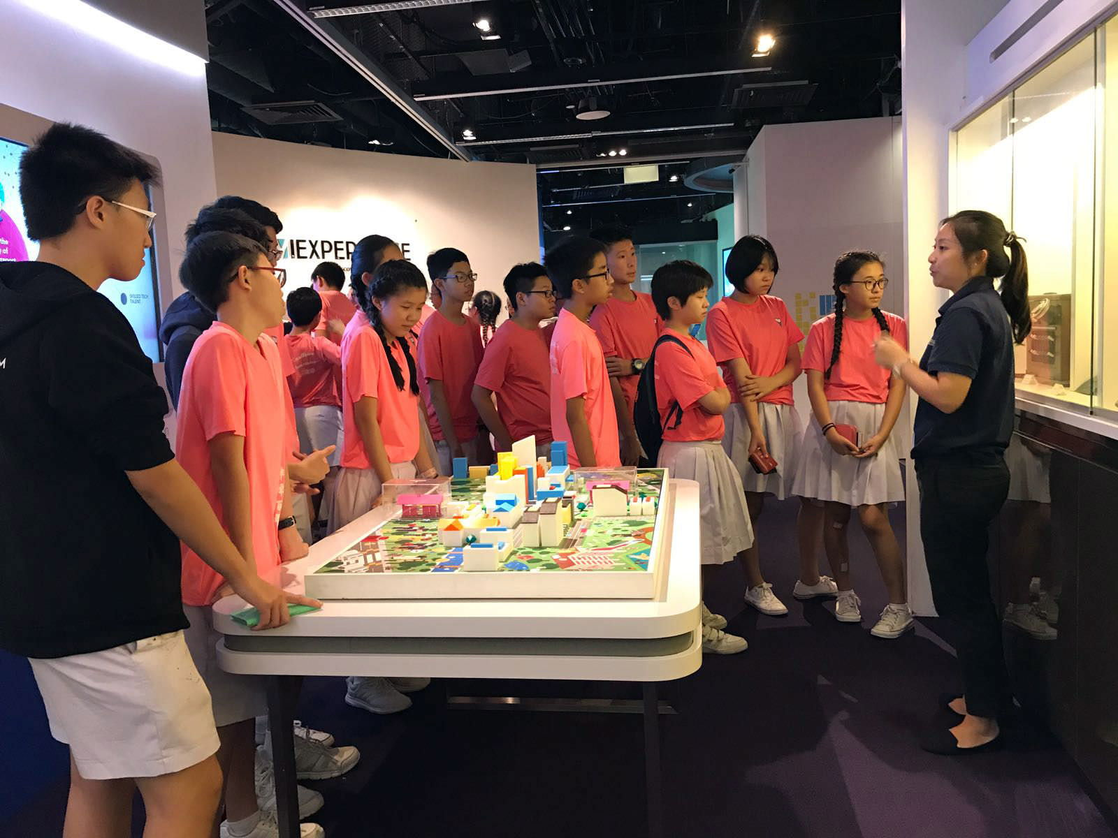 Students_on_Tech_Discovery_Journey_at_iExperience_Suntec.jpg